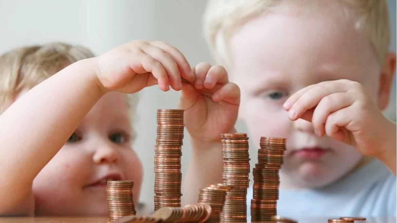 Семьи с детьми смогут получить единовременную выплату в 10 тысяч рублей