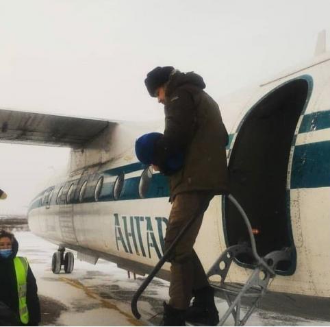 Глава Забайкалья улетел в Чару на рейсовом самолёте, а пассажиров заставили ждать следующий?