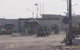 Несмотря на запрет, пограничники РФ выпустили машину в Китай через границу