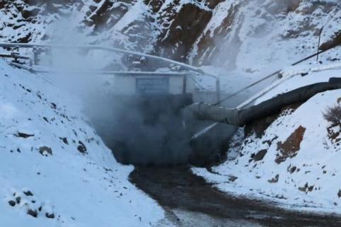 Кусок горной породы обрушился на шахтера в Балейском районе