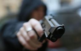 Двое читинцев угнали машину, угрожая водителю ножом и пистолетом