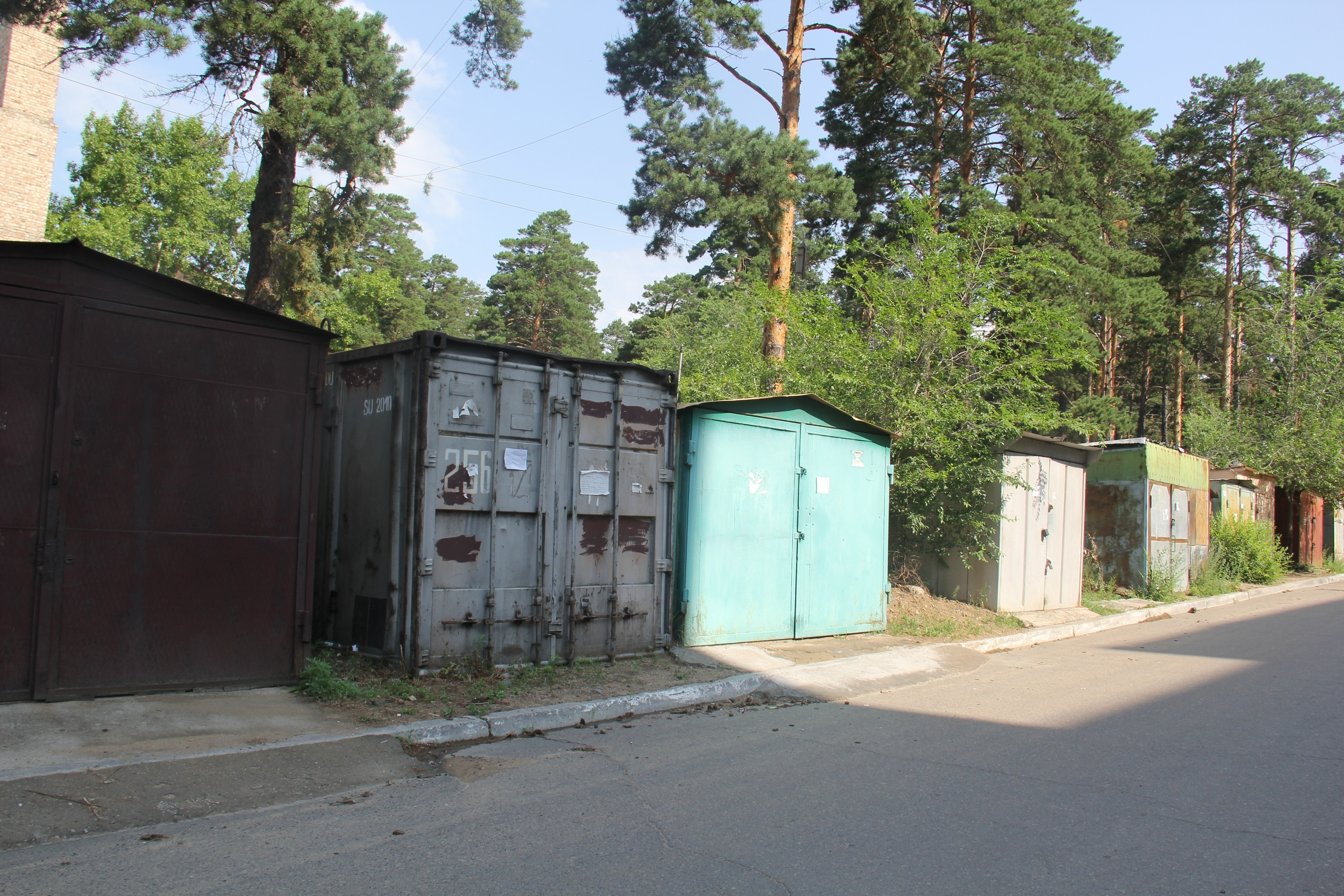 Незаконно установленные гаражи начали демонтировать в Чите