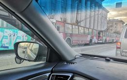 Троллейбусы встали в Чите на Ленина из-за столкновения двух маршруток