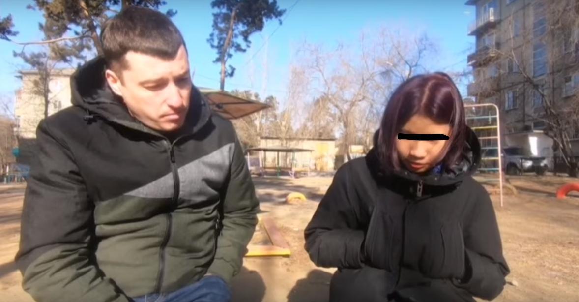В читинской школе восьмиклассник с фиолетовыми волосами распылил перцовый баллончик — была эвакуация, полиция начала проверку