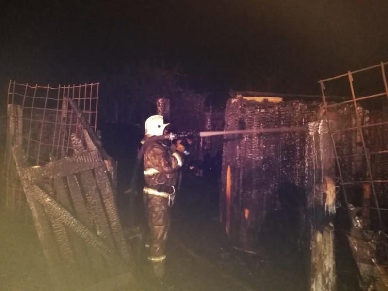 Сараи сгорели в районе Острова в Чите