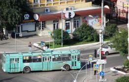 Легковушка въехала в троллейбус в Чите