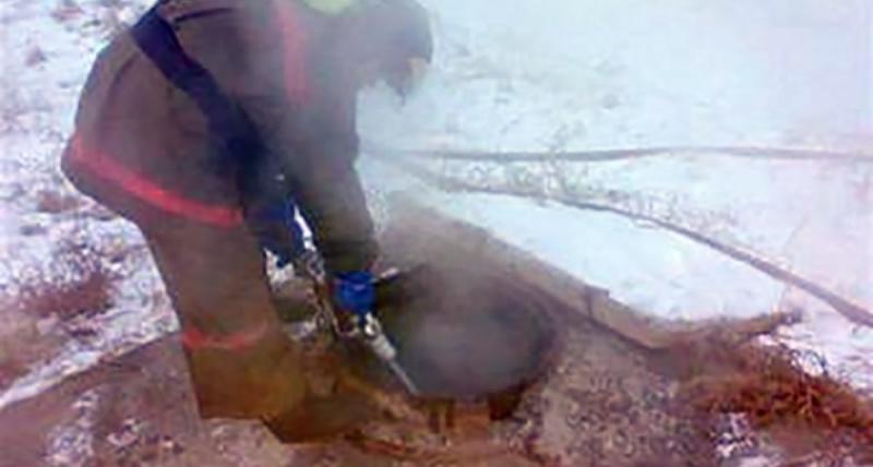 Пожарные спасли мужчину из горящего коллектора в Чите