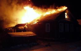 В горевшем доме в Кыре обнаружены тела трех человек