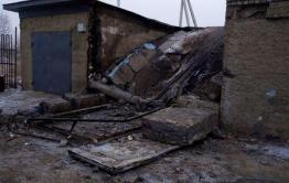 Гараж обрушился после пожара в Чите