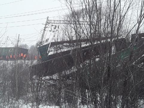 Видео сошедших с рельсов вагонов на станции Ангарич появилось в интернете