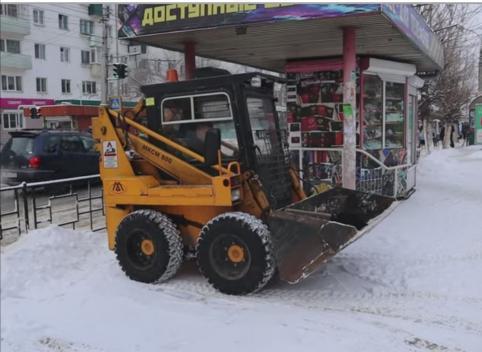 Техника ДМРСУ вышла в ночную смену по уборке снега с улиц Читы