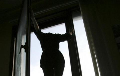 Девушка разбилась насмерть, упав с 8 этажа на ГРЭСе в Чите