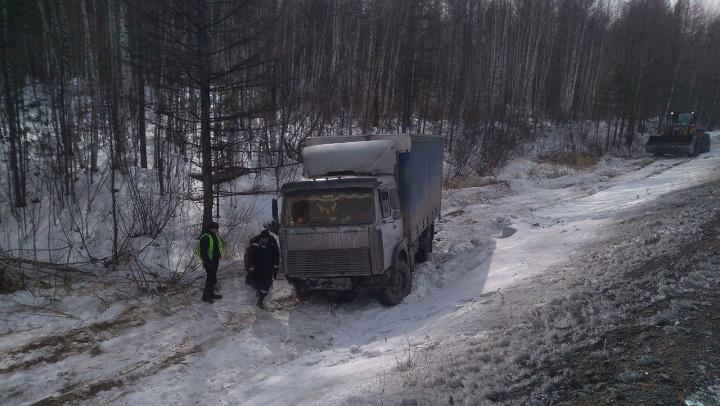 Водитель грузовика заснул за рулём и слетел в кювет перед Ареем