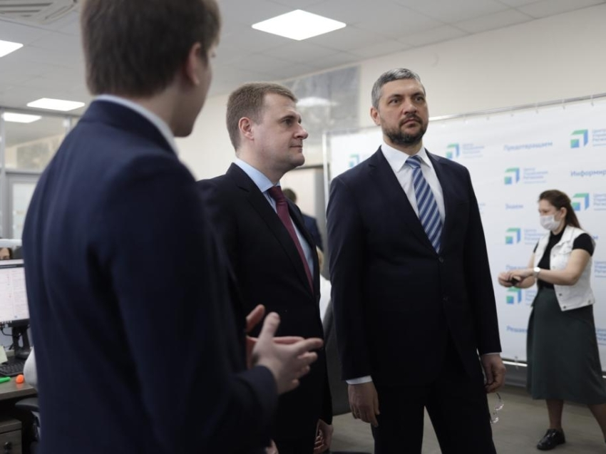 Министр по развитию ДФО и Арктикипроехался по проблемным участкам дорог в Чите