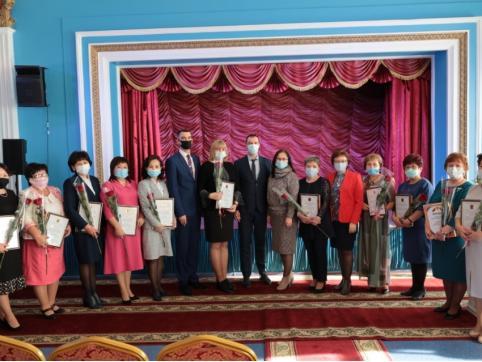 Губернатор Забайкалья и сити-менеджер Читы поздравили учителей с профессиональным праздником