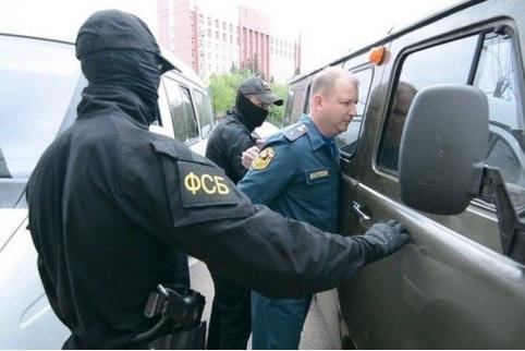 Экс-сотрудника МЧС в Забайкалье признали виновным в мошенничестве. Его задержали на заседании в мэрии Читы.
