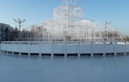 Самый большой в Сибири светодиодный фонтан и бесплатный каток открылся в Чите (видео)