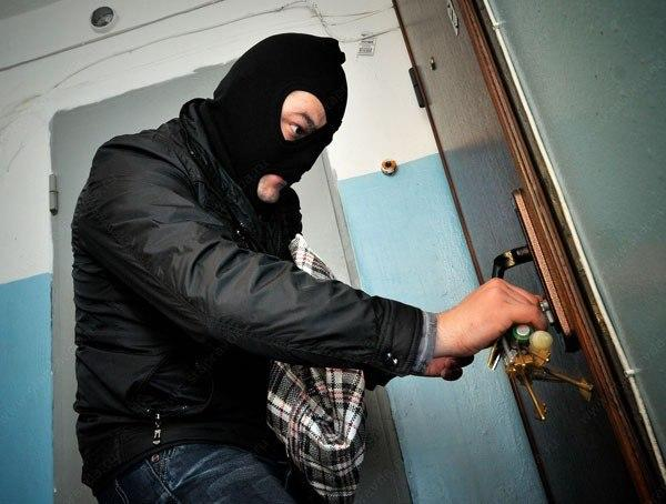 Читинцы нашли на улице ключи и обокрали квартиру
